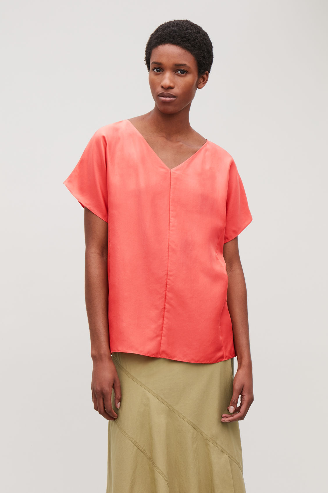 1740b0d75e1f Model side image of Cos silk v-neck top in red