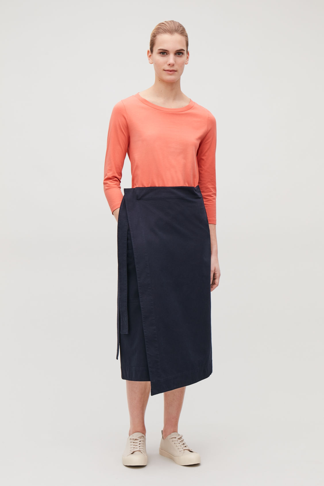 Model front image of Cos ¾-sleeved cotton top in orange