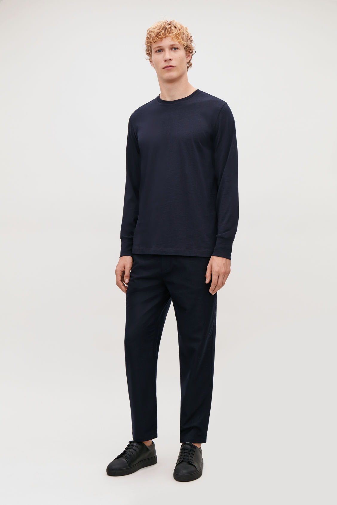 Model front image of Cos basic long-sleeved t-shirt in blue