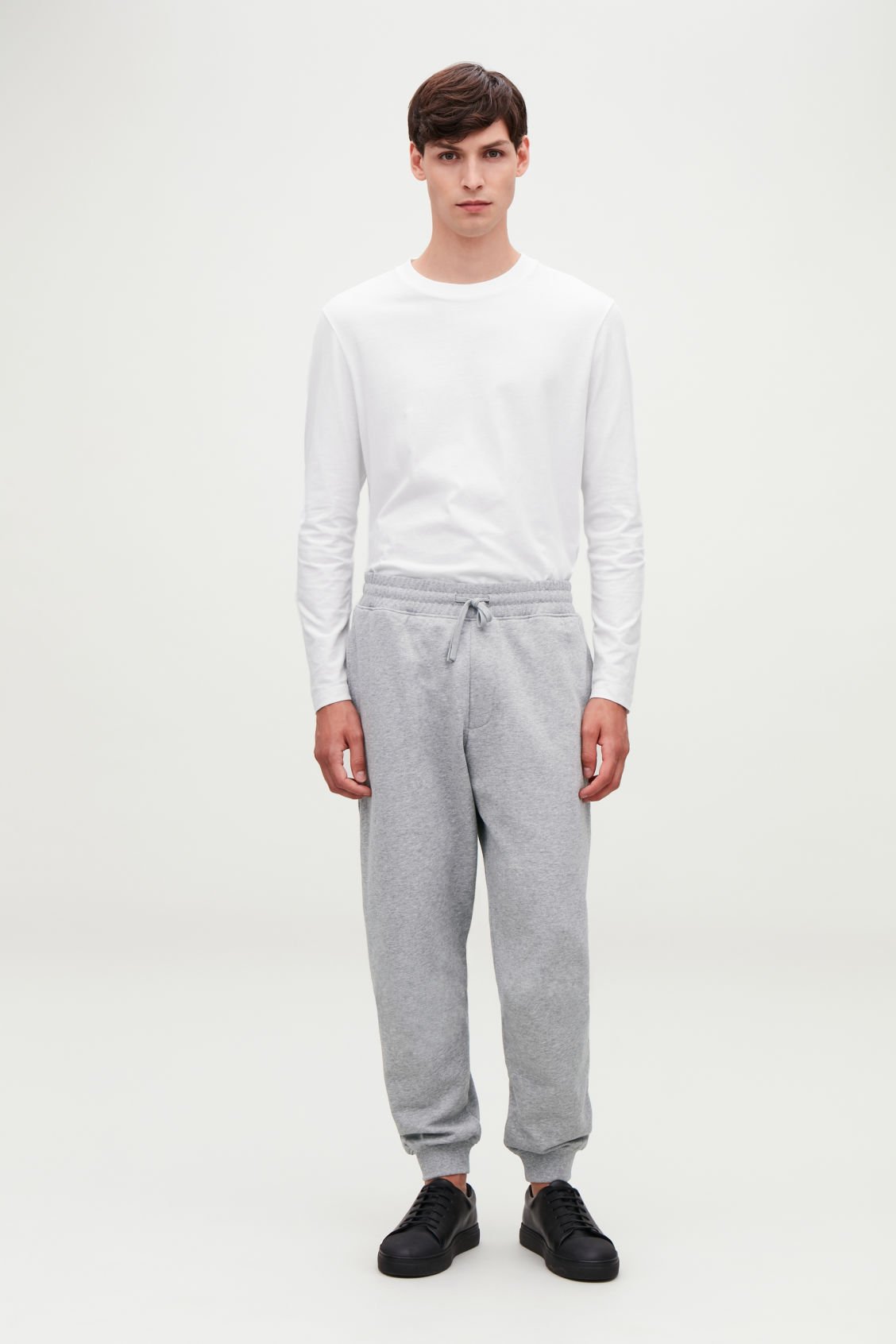 Model front image of Cos jersey jogging trousers in grey
