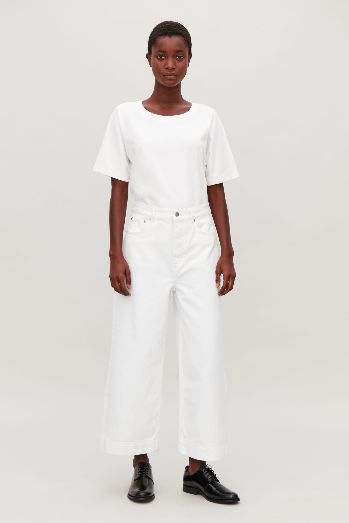 Model front image of Cos 5-pocket wide-leg jeans in white
