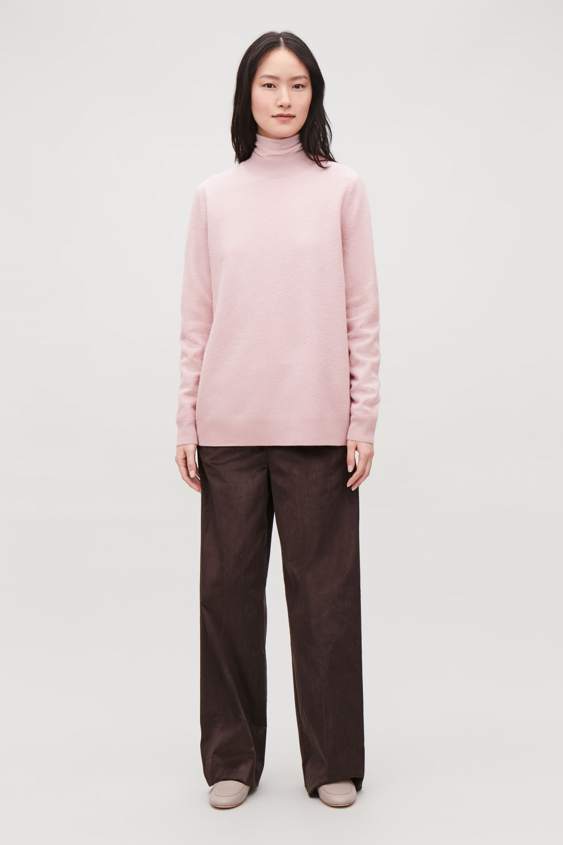 Model front image of Cos bow-detailed wool jumper in pink