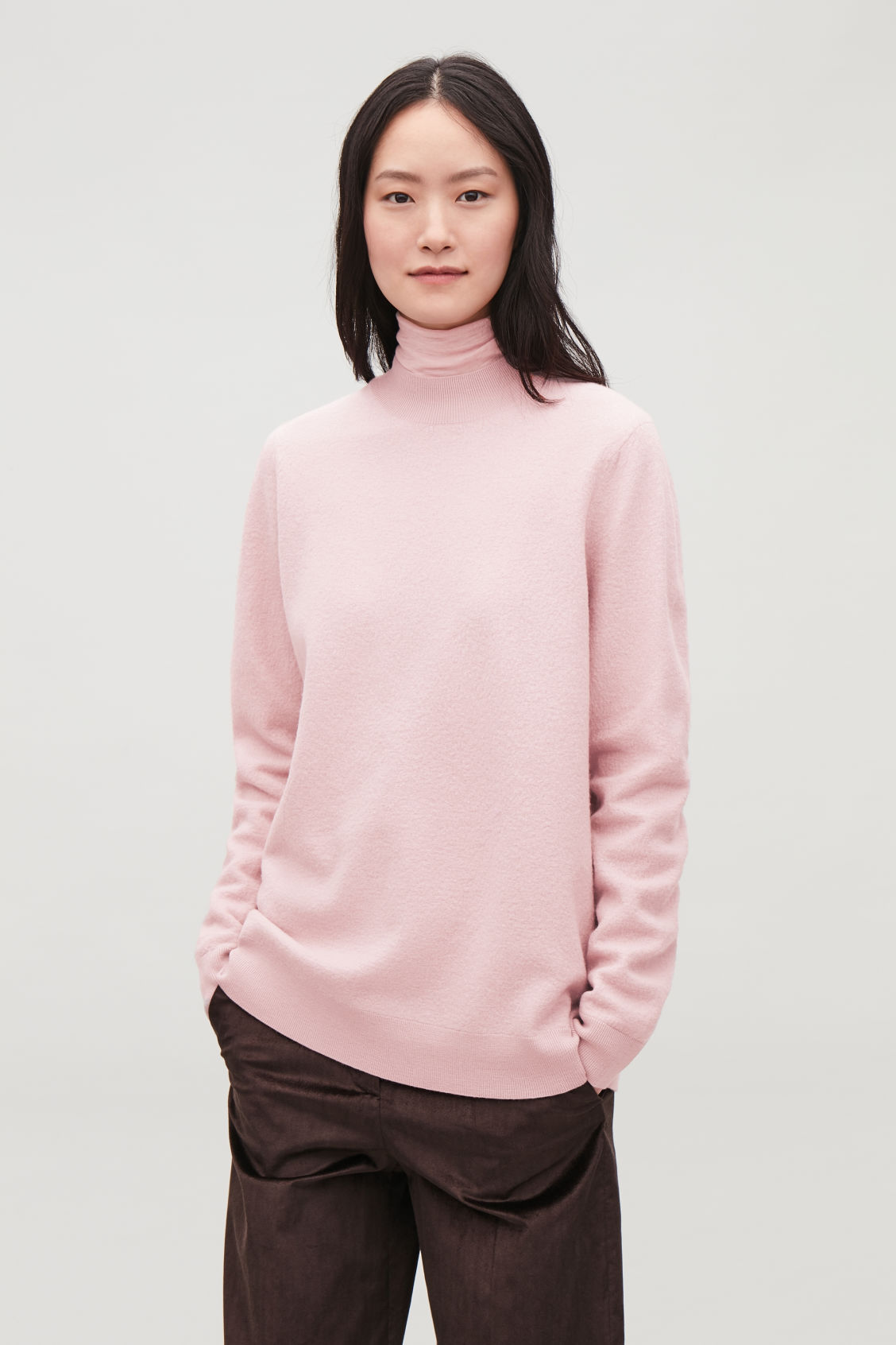 Model side image of Cos bow-detailed wool jumper in pink