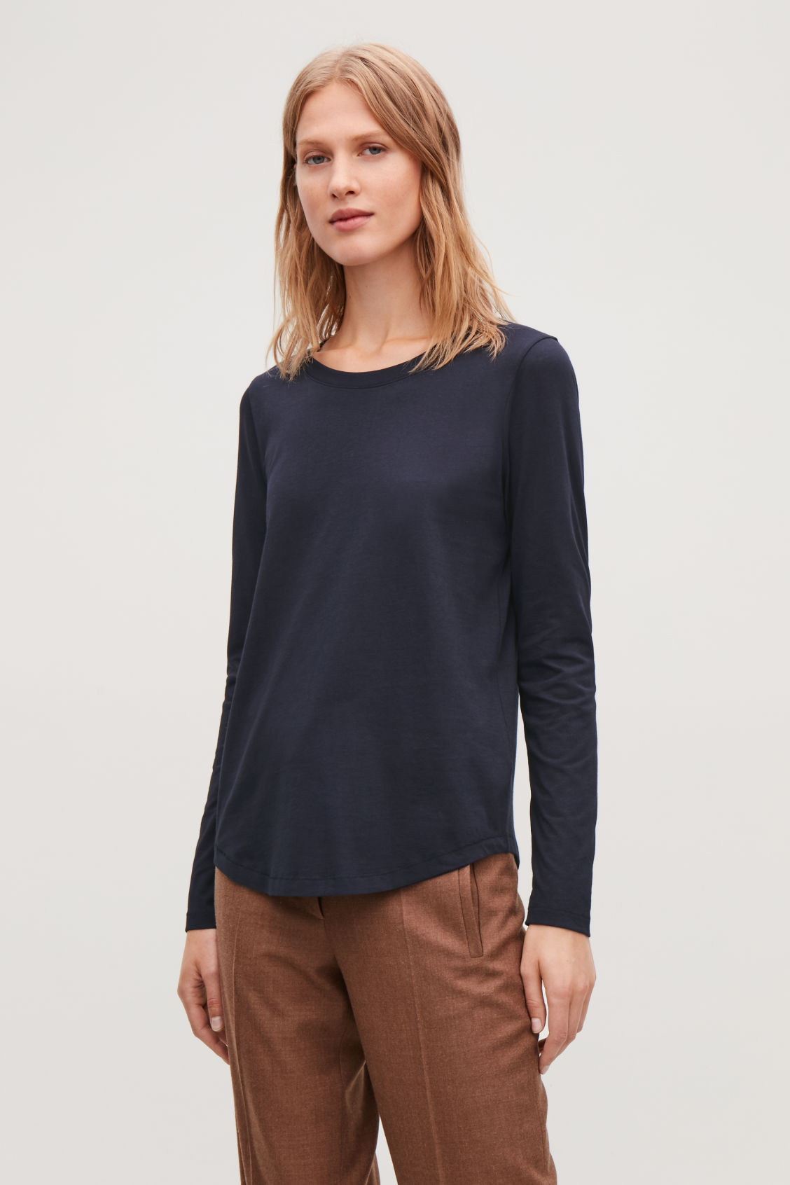 Model side image of Cos cotton long-sleeved top in blue