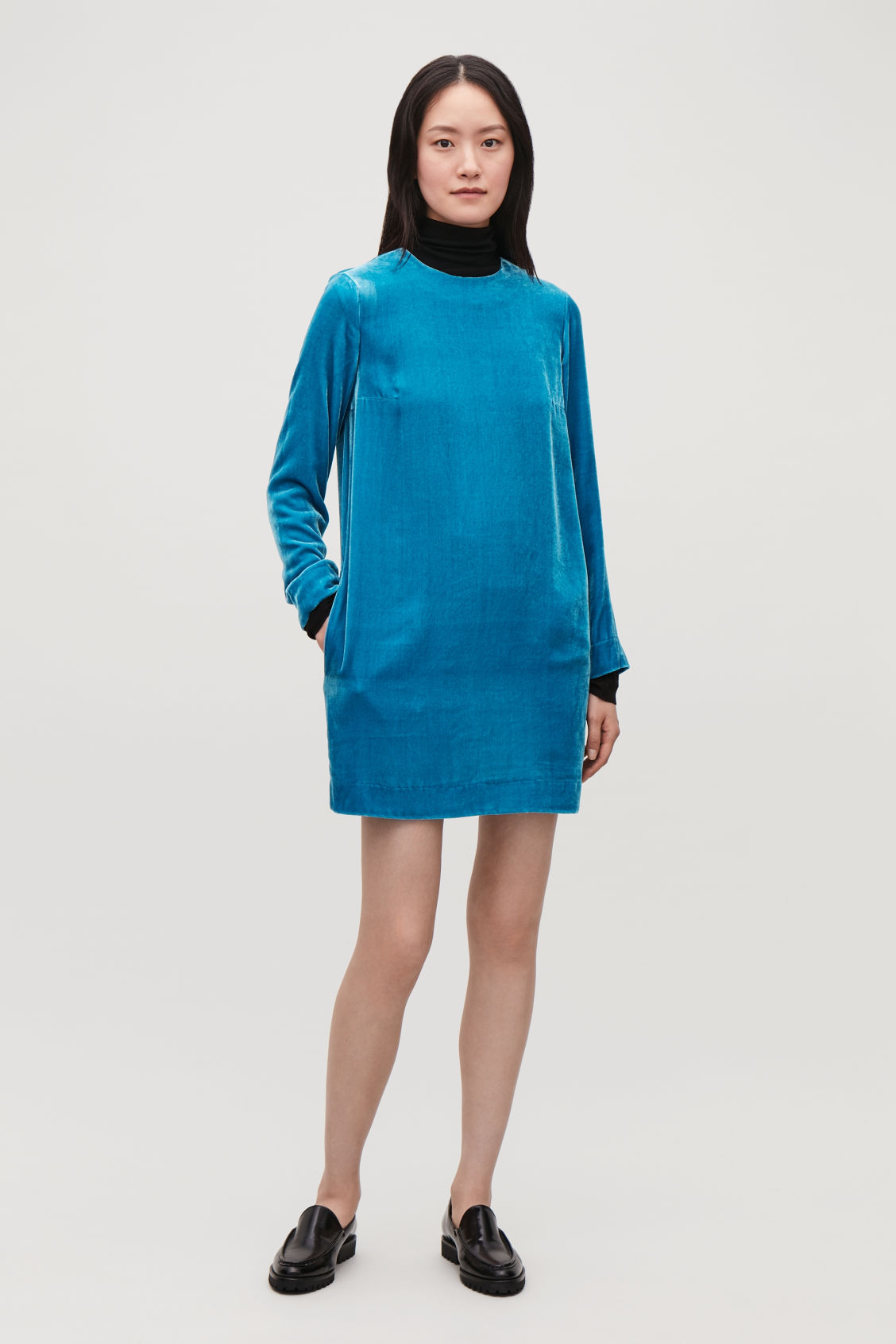 Model side image of Cos short velvet dress  in blue