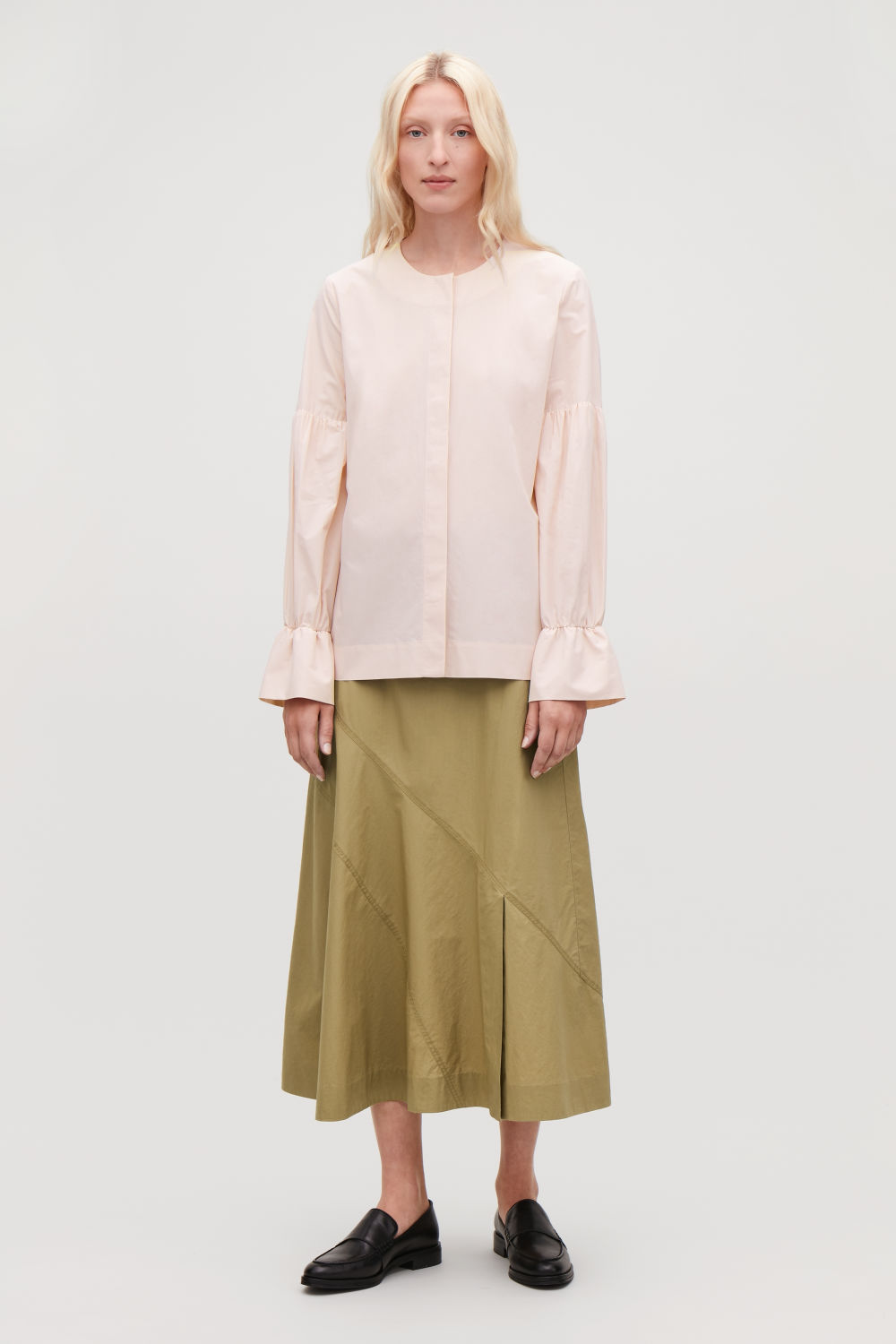 GATHERED-SLEEVE BLOUSE