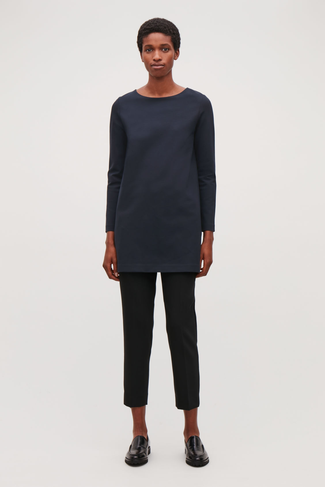 Model front image of Cos long-sleeved jersey tunic in blue