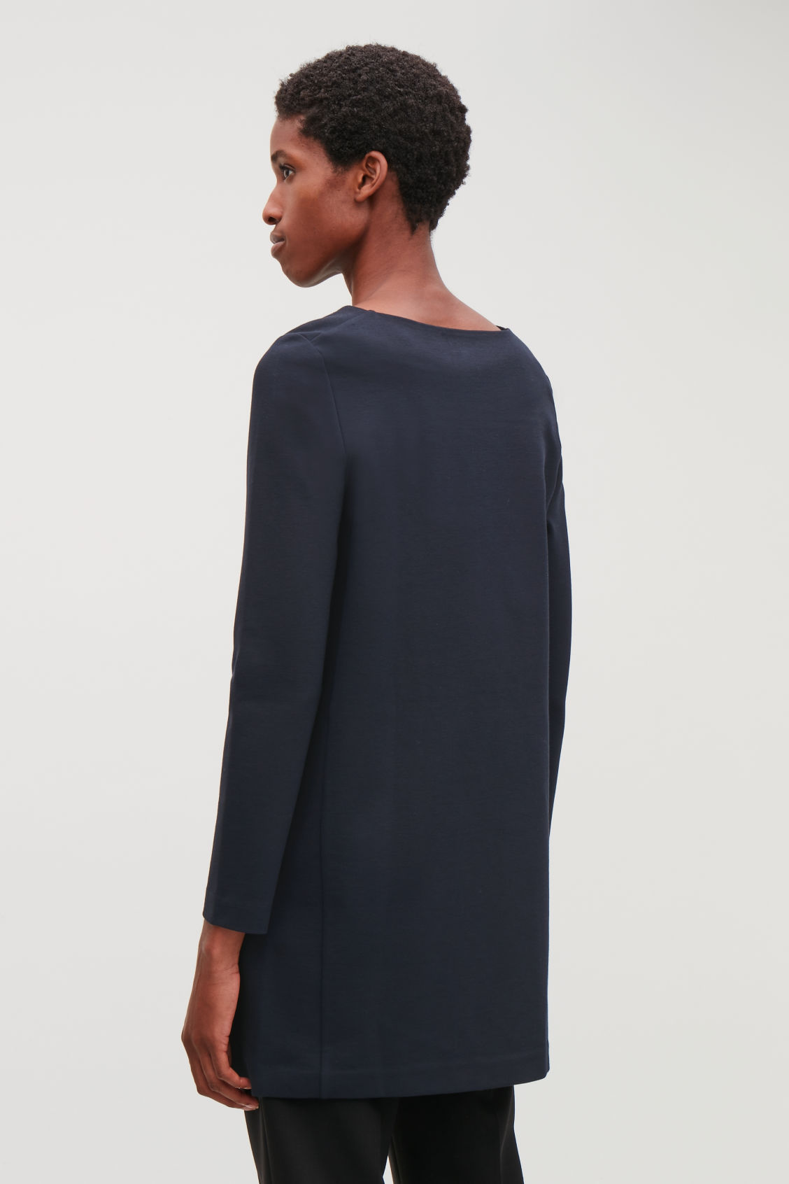 Model side image of Cos long-sleeved jersey tunic in blue