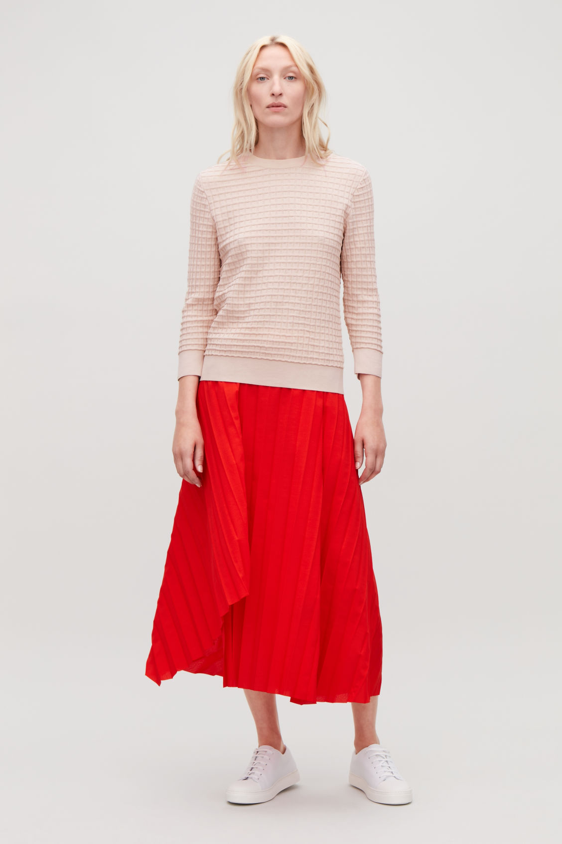 Model front image of Cos waffle-stitch cotton jumper  in pink