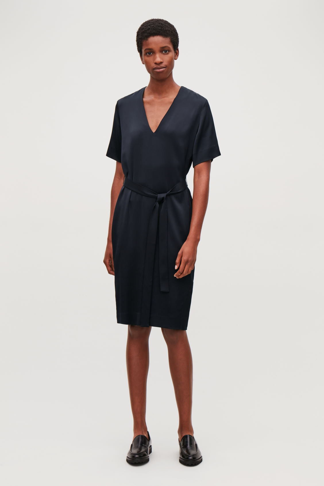 Model front image of Cos v-neck dress with belt in blue