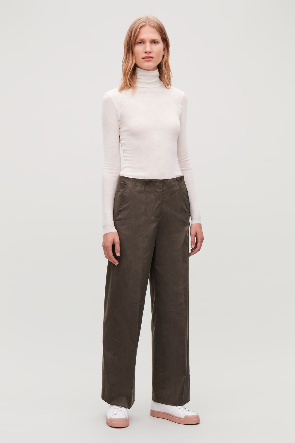 WIDE-LEG TROUSERS WITH PLEATS