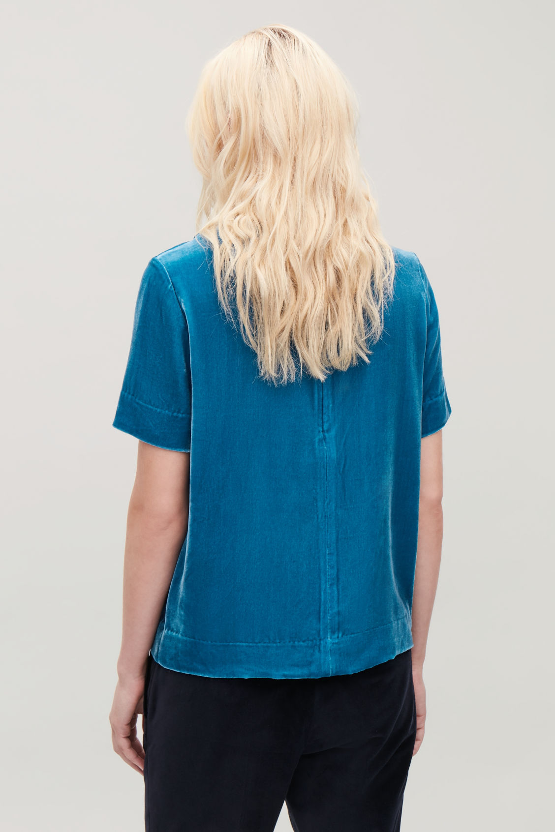 Model side image of Cos short-sleeved velvet top in blue