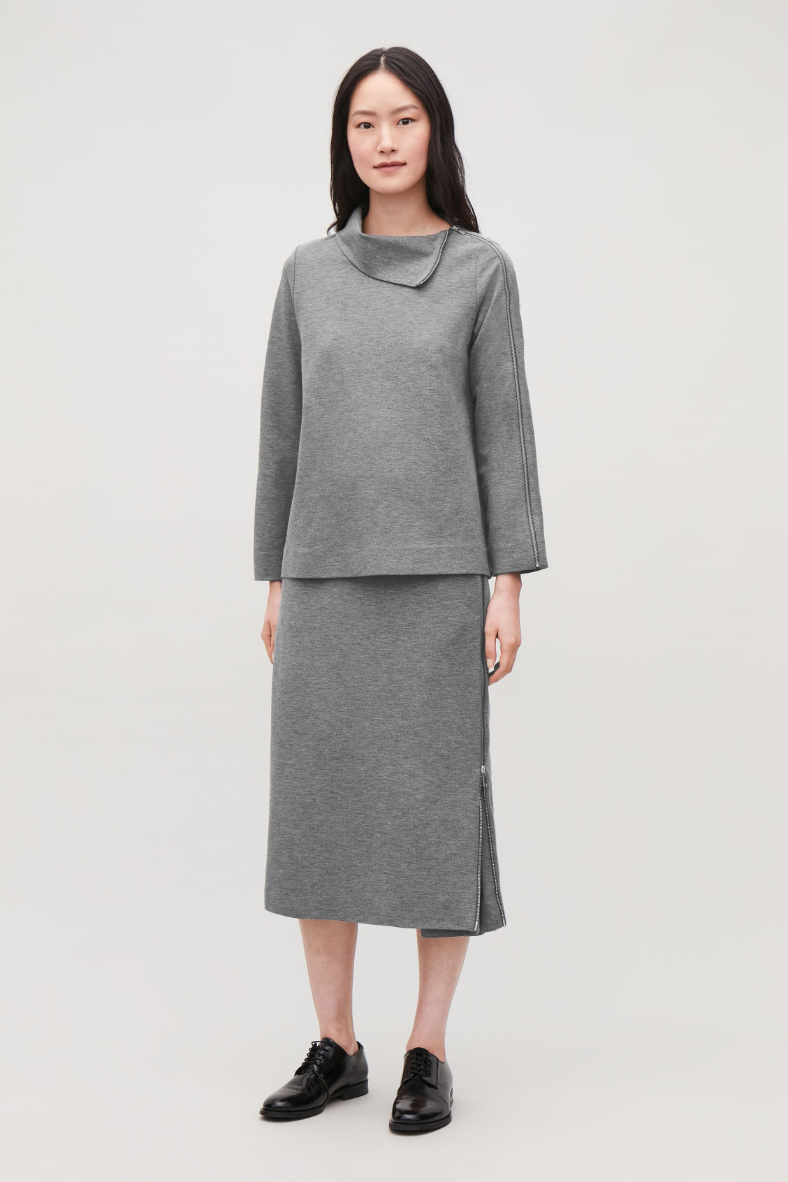 Model front image of Cos hidden-panel zip jersey skirt in grey