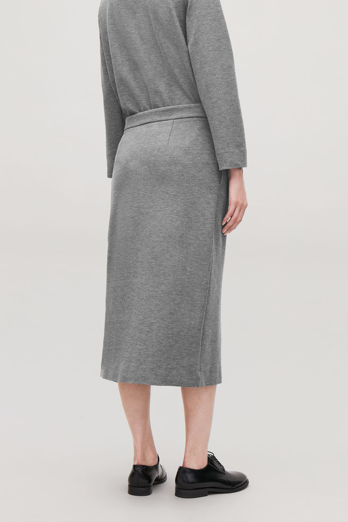 Model side image of Cos hidden-panel zip jersey skirt in grey