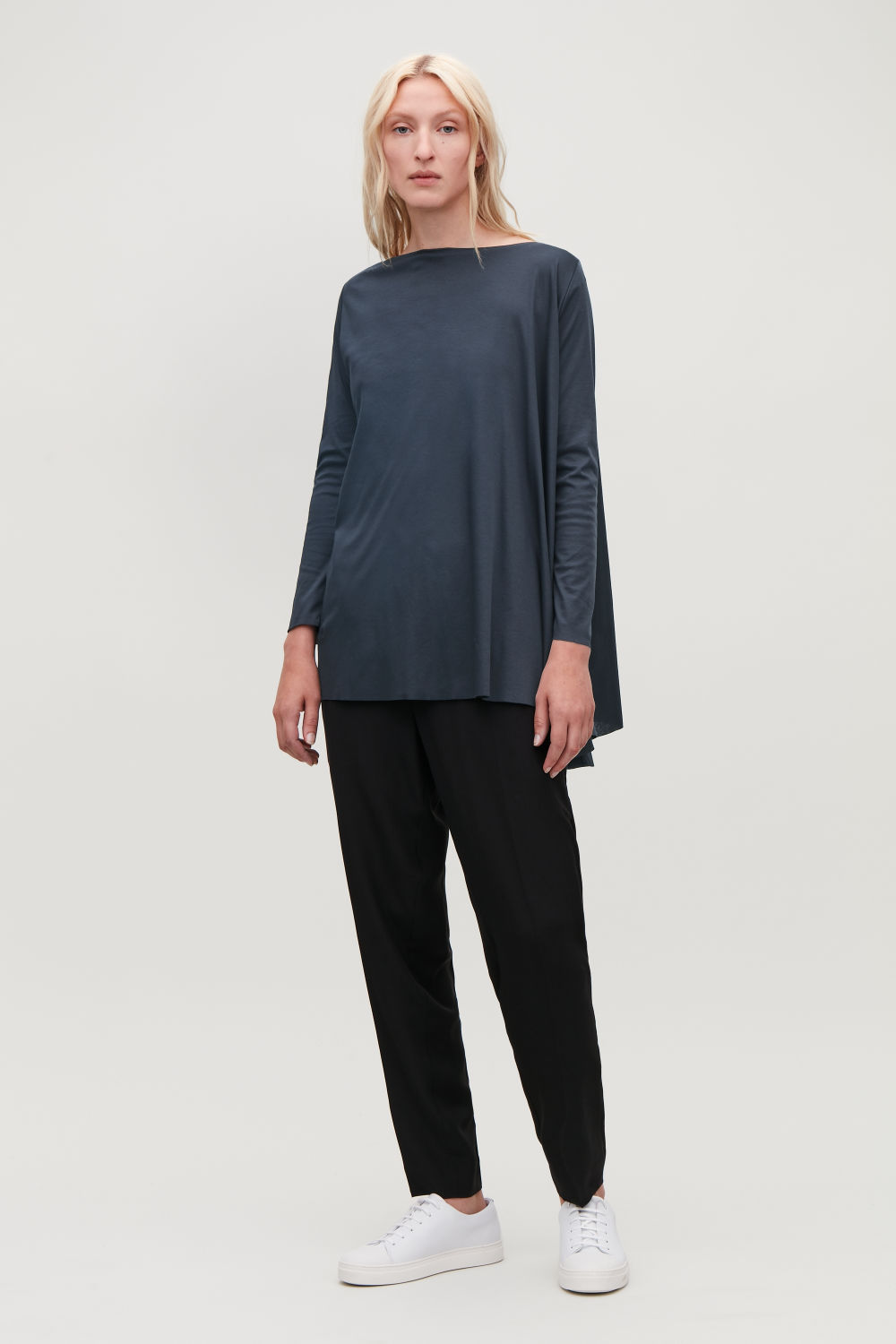 A-LINE TOP WITH TWIST DETAIL