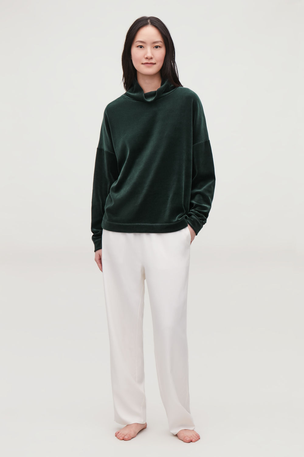 HIGH-NECK VELOUR JUMPER
