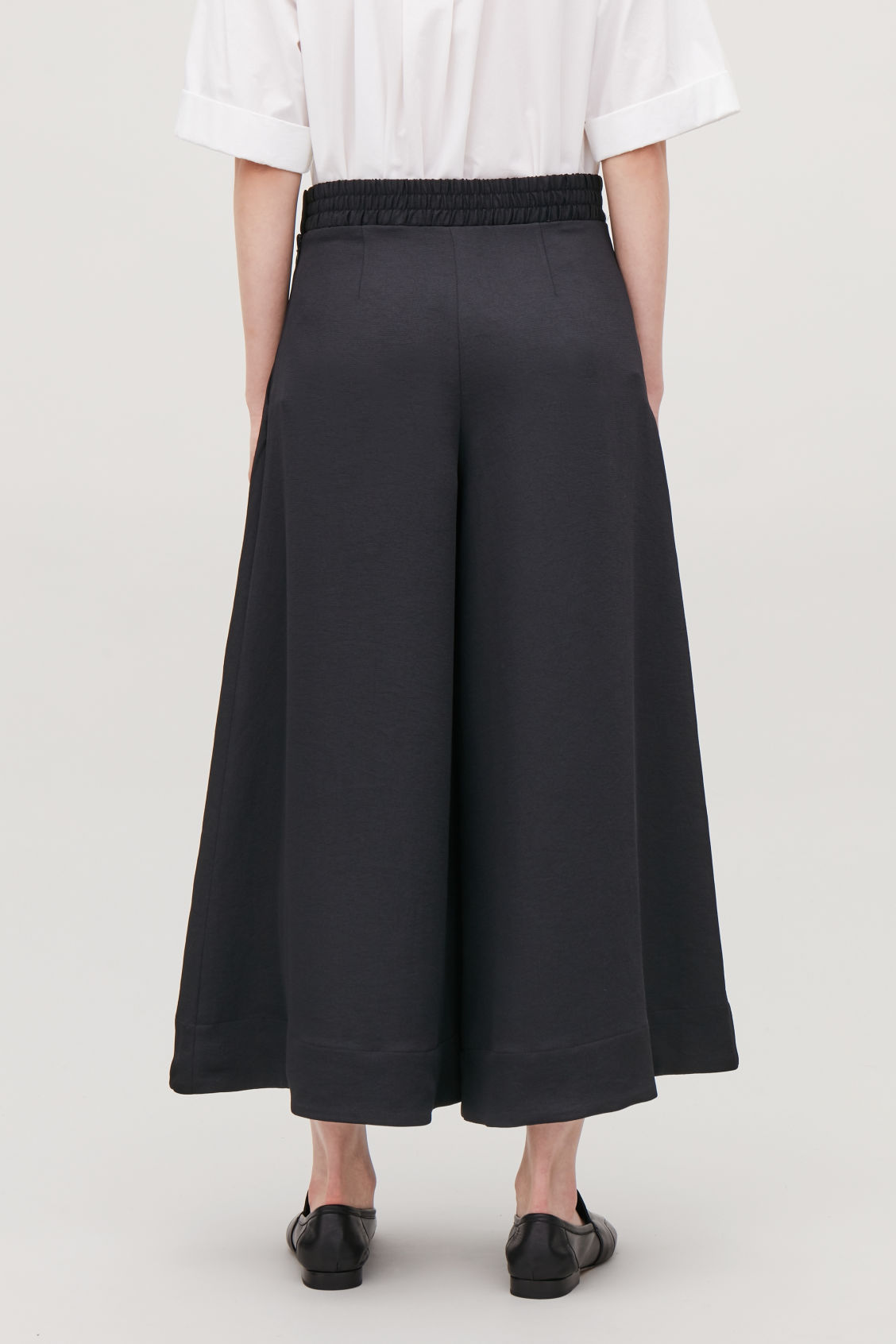 Model side image of Cos culottes with elastic waist in black
