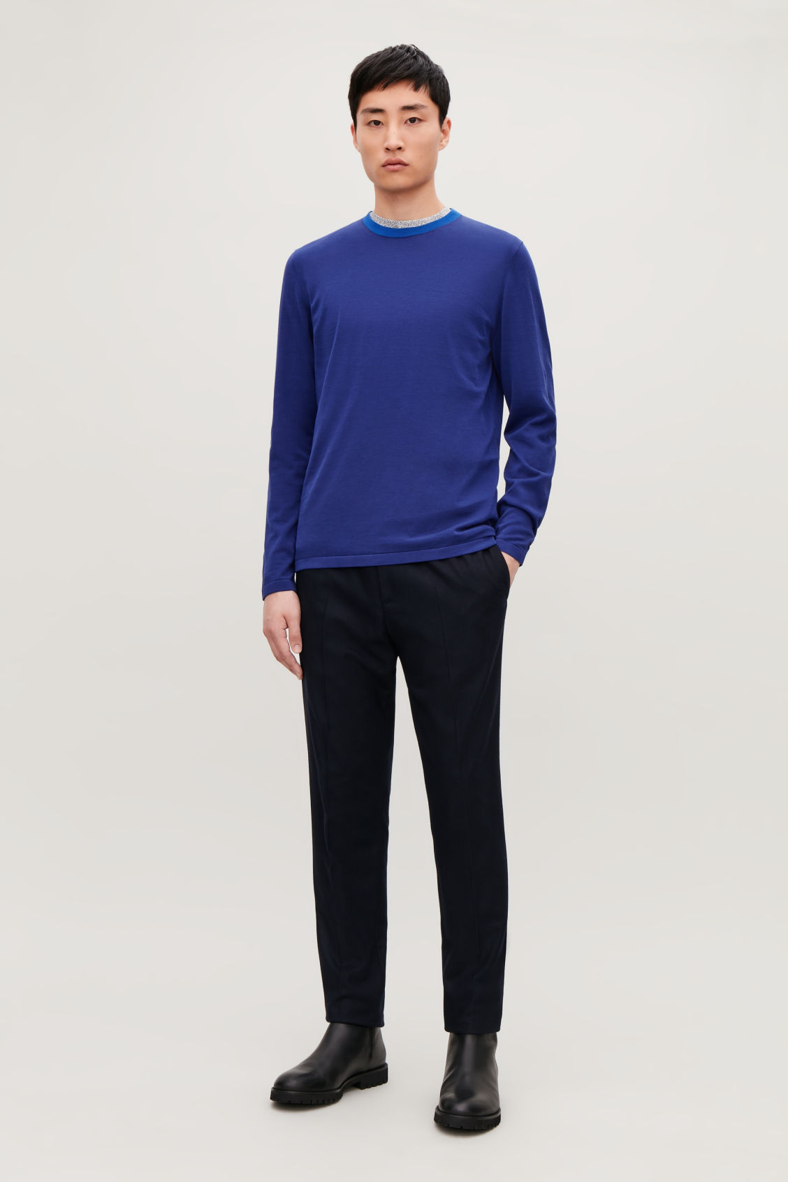 Model front image of Cos knitted colour-block top in blue