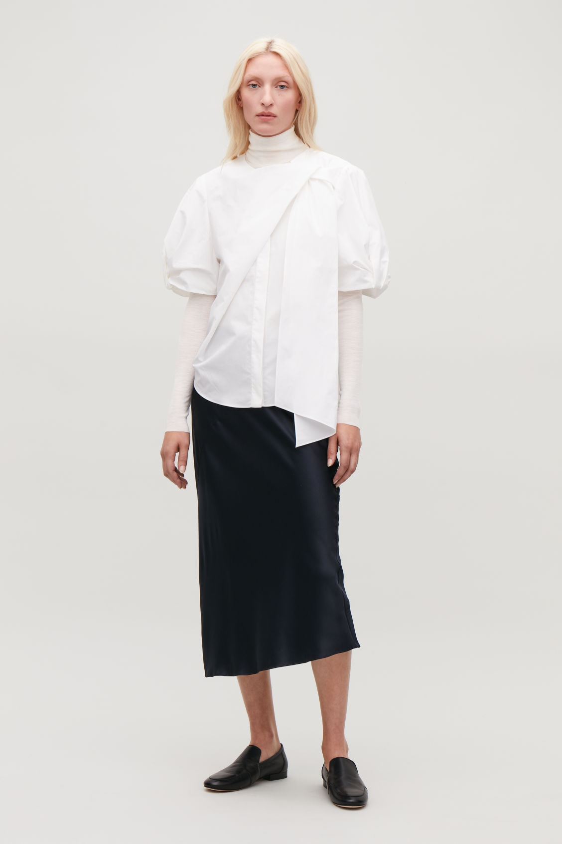 Model front image of Cos bow-detail short-sleeved shirt in white