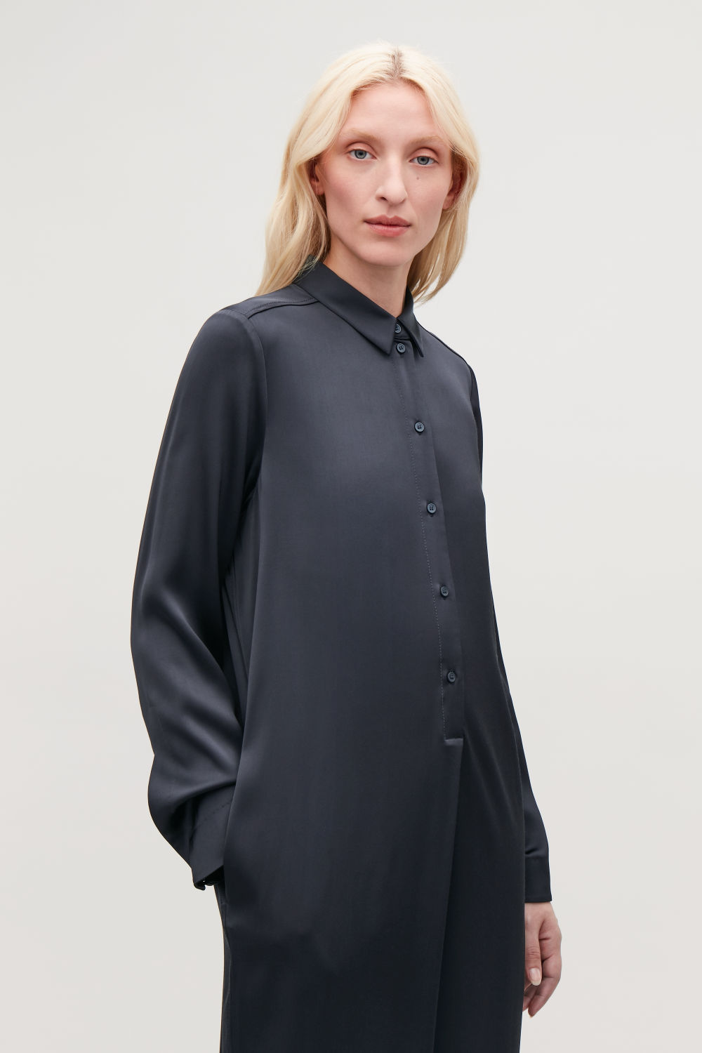 MID-LENGTH SHIRT DRESS