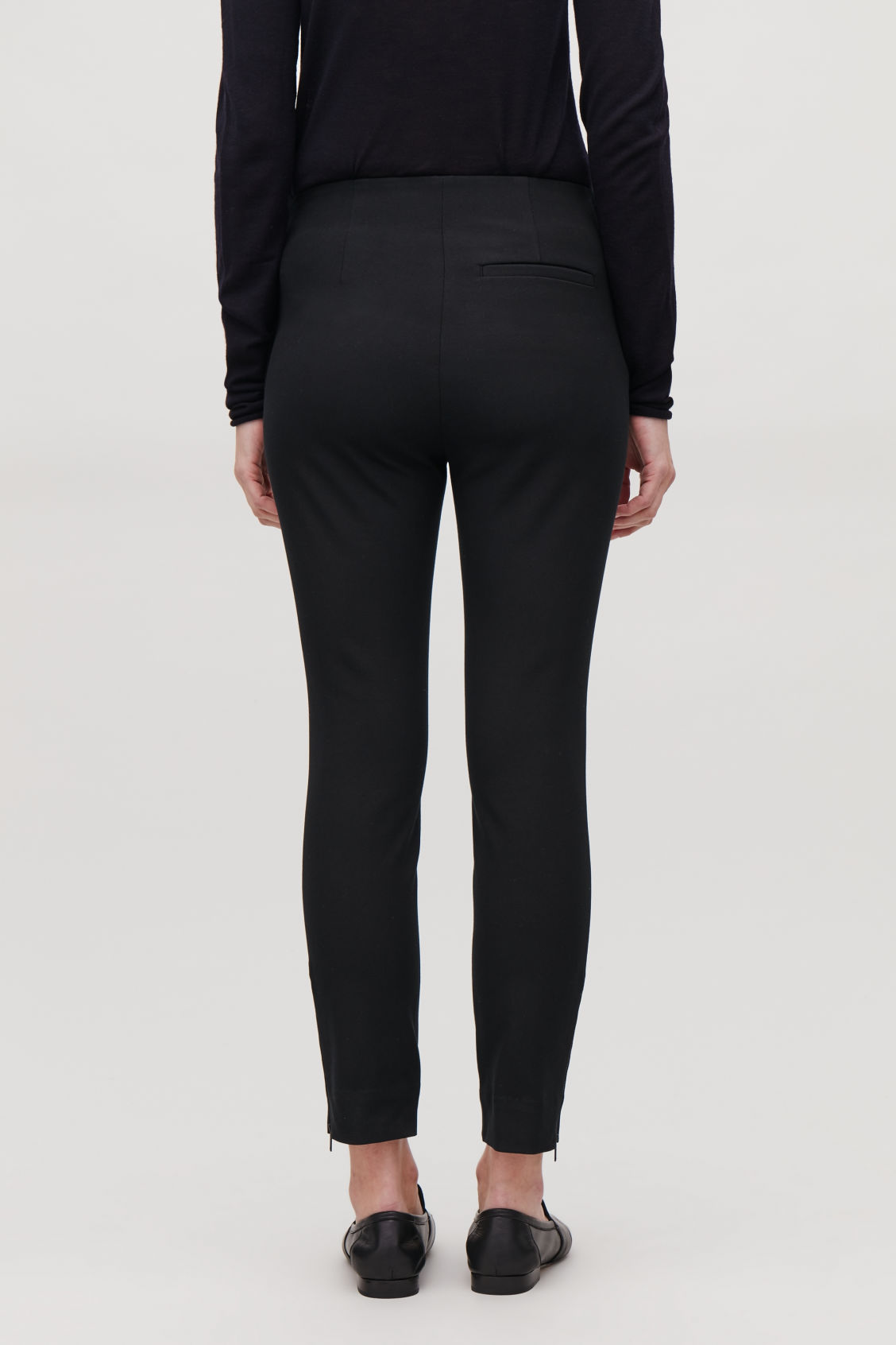Model side image of Cos skinny legging trousers in black