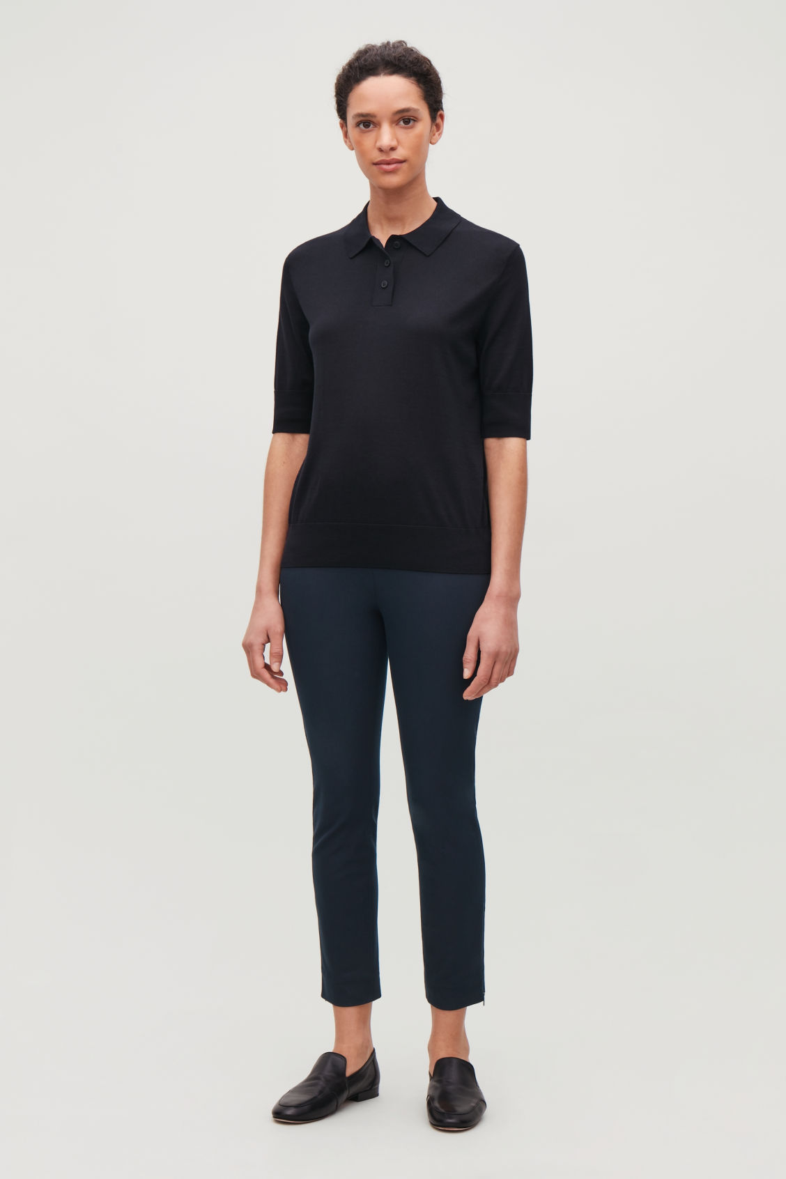 Model front image of Cos skinny legging trousers in blue