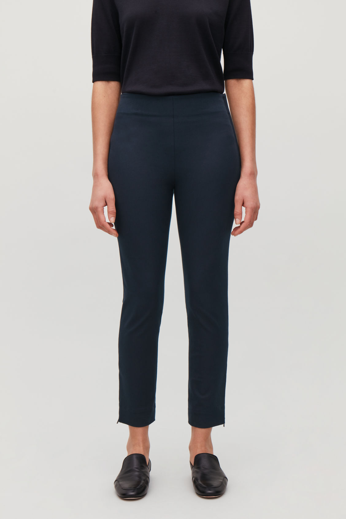 Model side image of Cos skinny legging trousers in blue