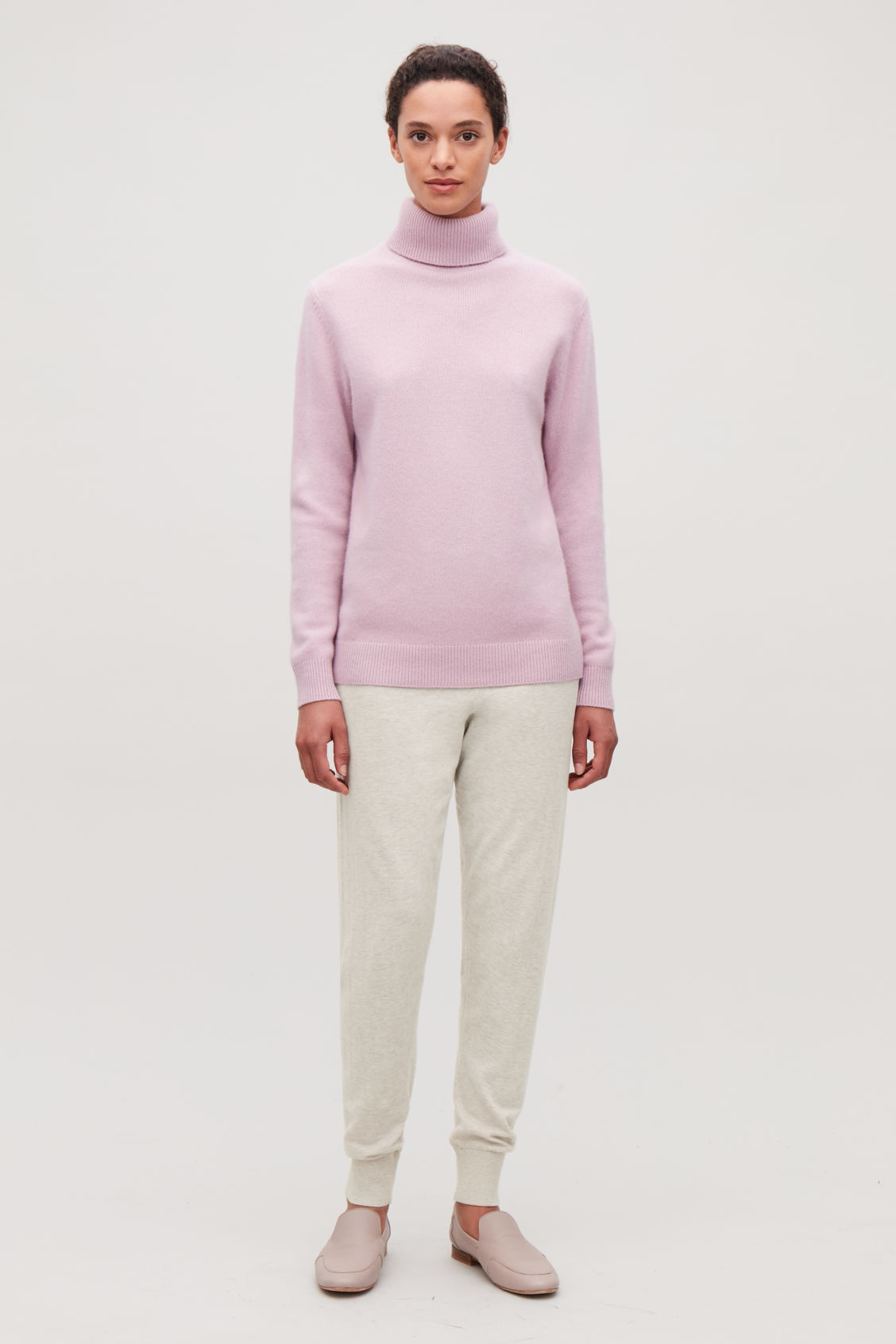 Model front image of Cos cotton-cashmere knit trousers in beige
