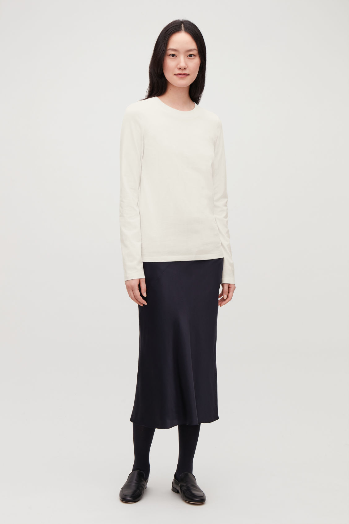 Model front image of Cos jersey long-sleeved top  in beige
