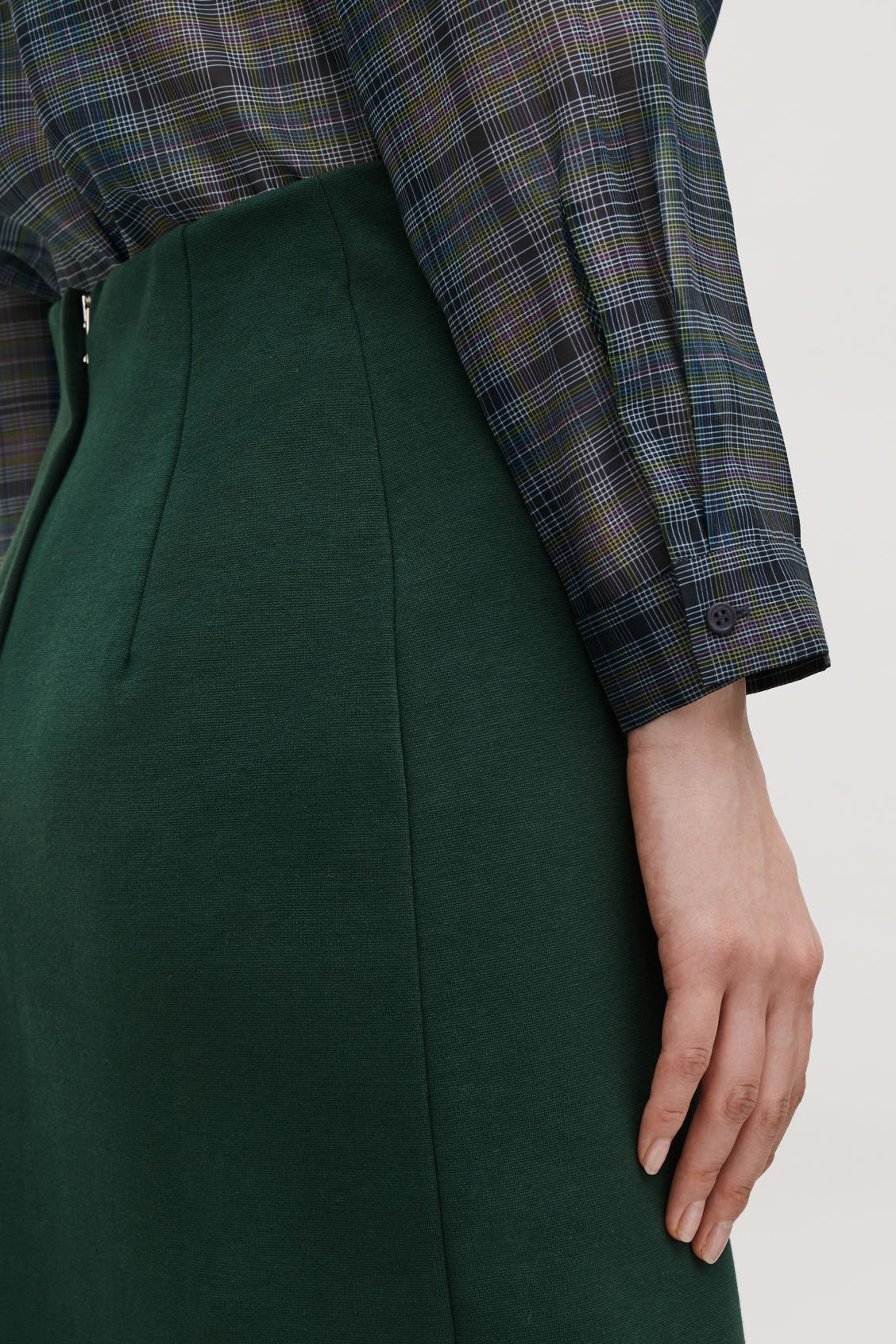 Model side image of Cos pull-on jersey pencil skirt  in green
