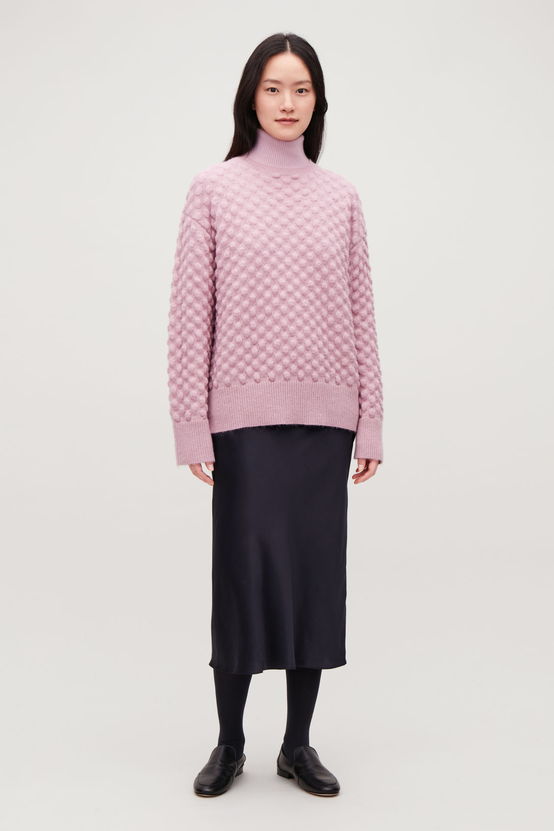 Model front image of Cos bobble stitch jumper in pink