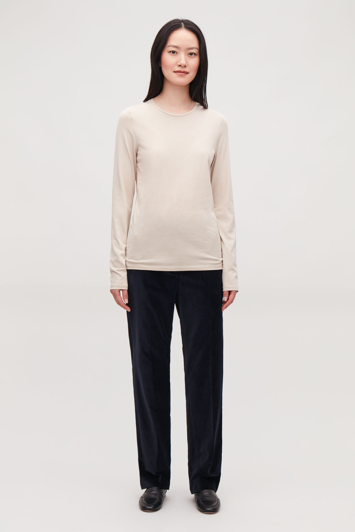 Model front image of Cos long-sleeved cotton top in brown