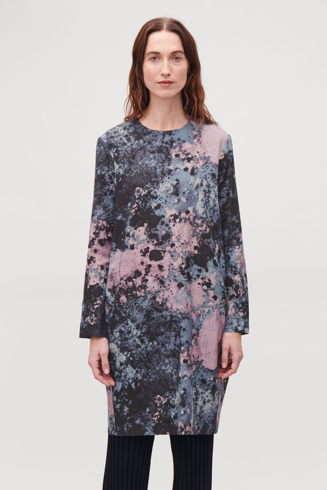 Model side image of Cos printed cocoon-shaped dress in purple