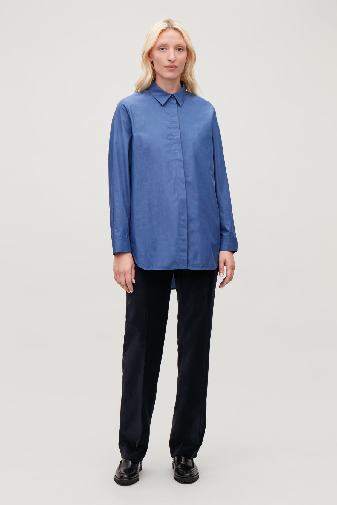 Model front image of Cos cocoon shirt  in blue