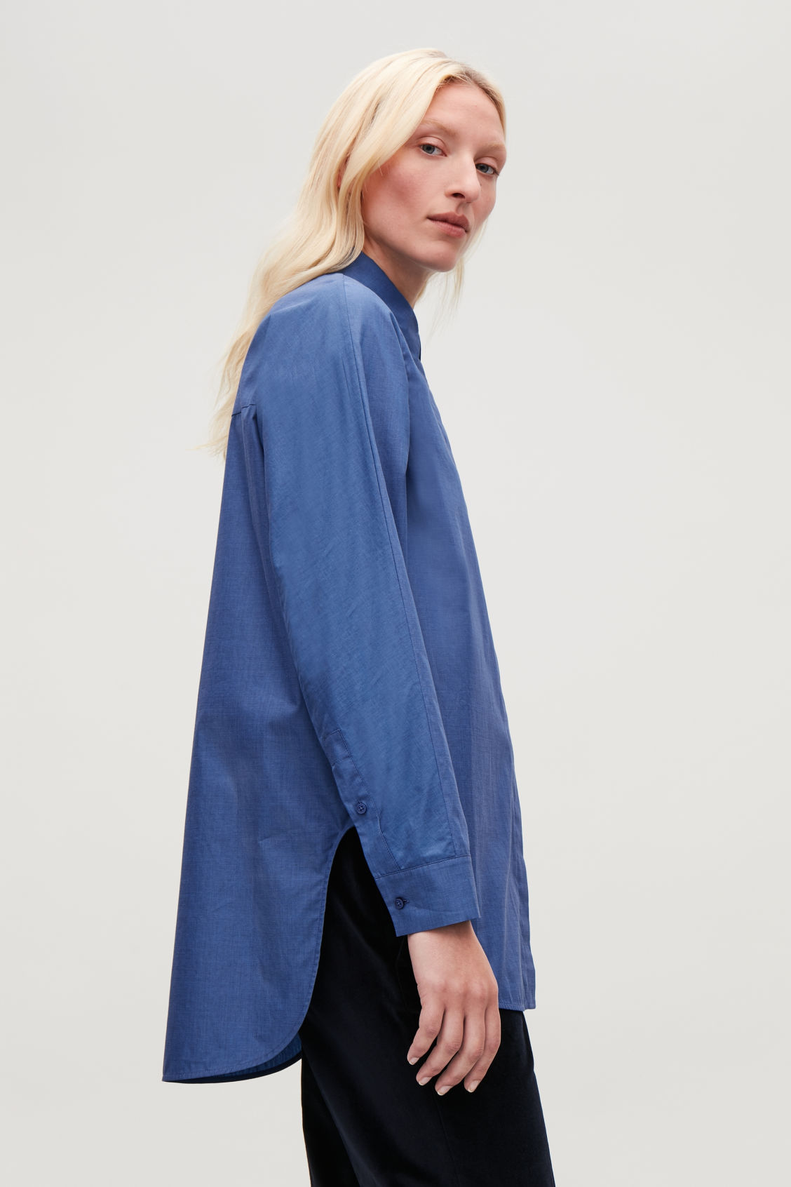 Model side image of Cos cocoon shirt  in blue
