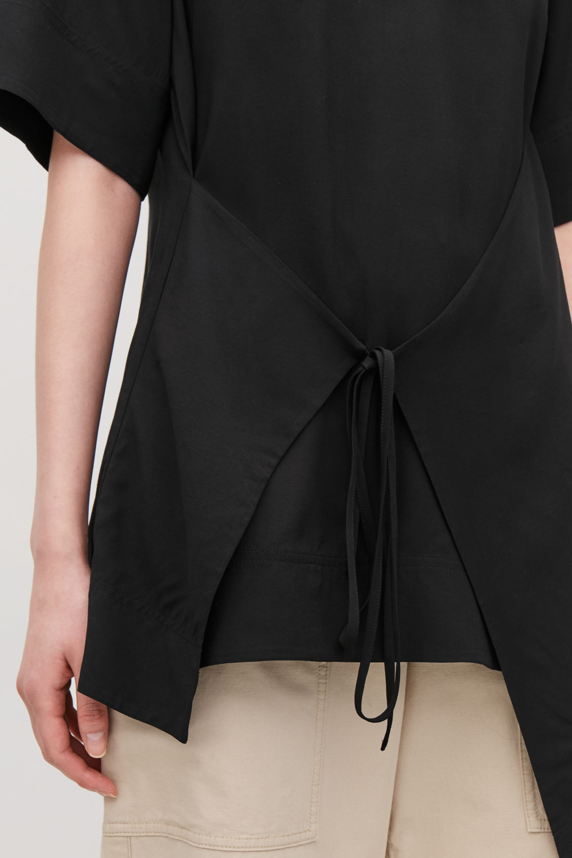Model side image of Cos asymmetric-panel top  in black