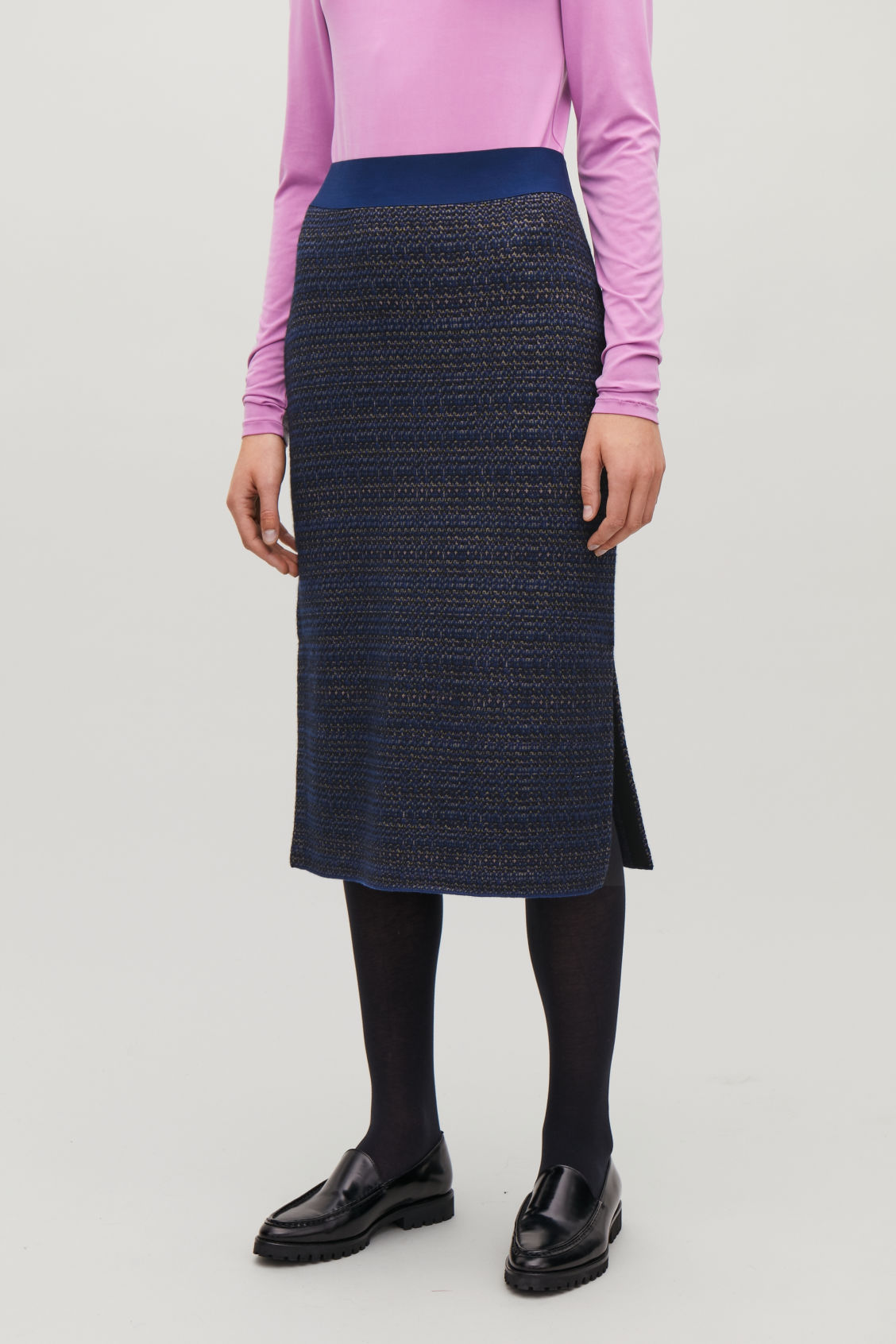 Model side image of Cos jacquard boiled-wool knit skirt in blue