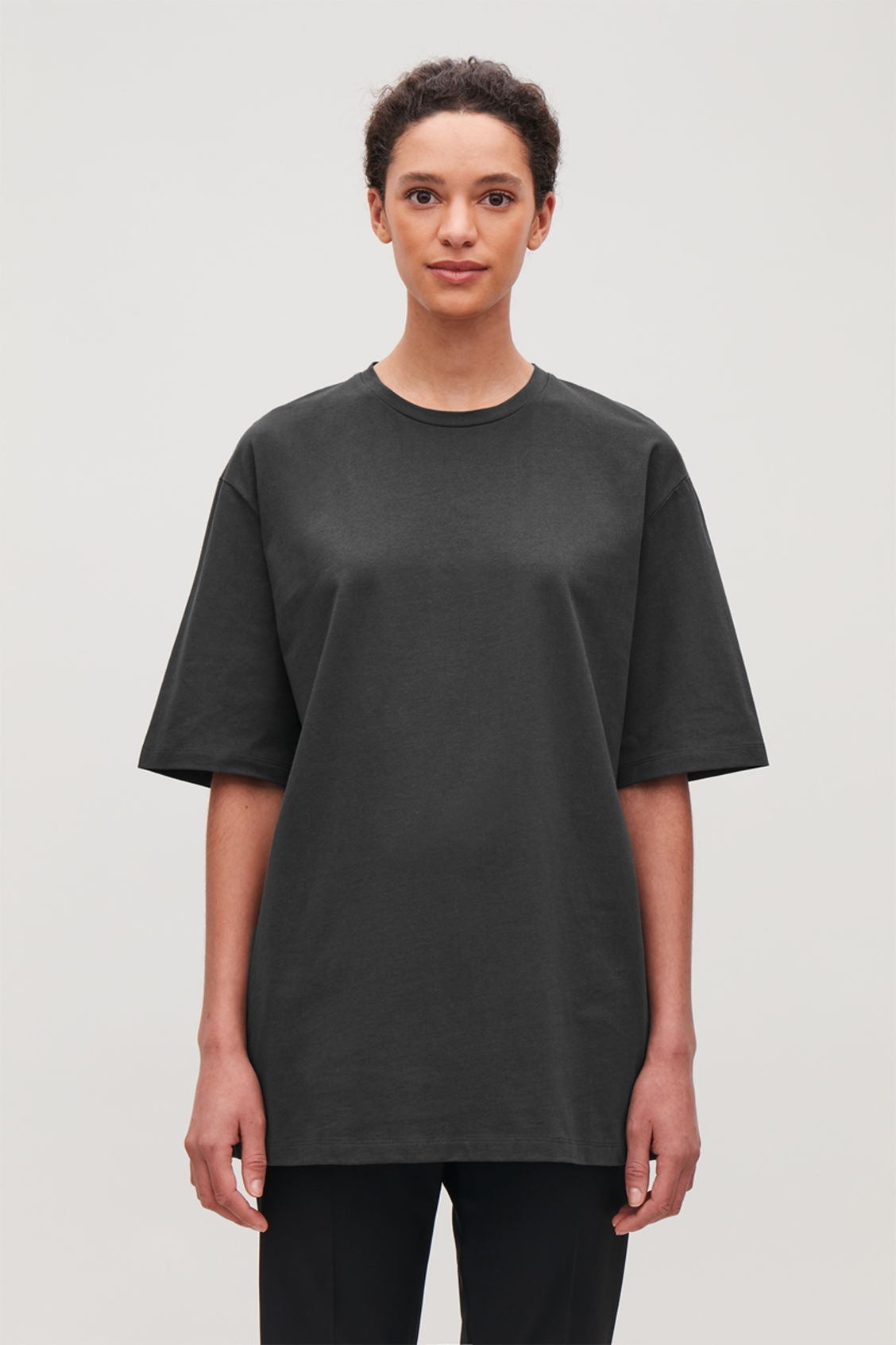 Model side image of Cos oversized round-neck t-shirt  in grey