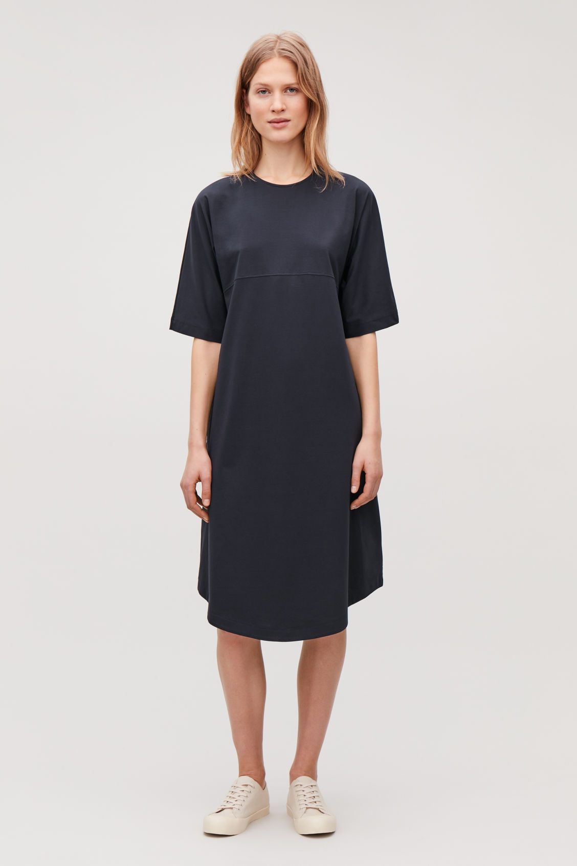 Model front image of Cos woven-panelled a-line jersey dress in blue