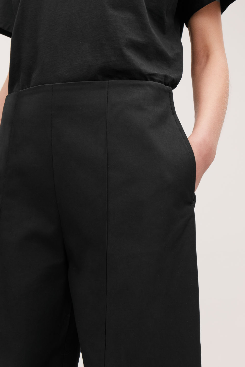 DART-DETAILED COTTON TROUSERS
