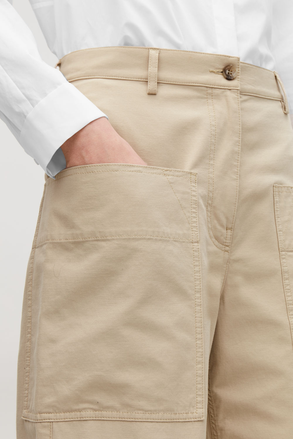 STRAIGHT-LEG TROUSERS WITH POCKETS