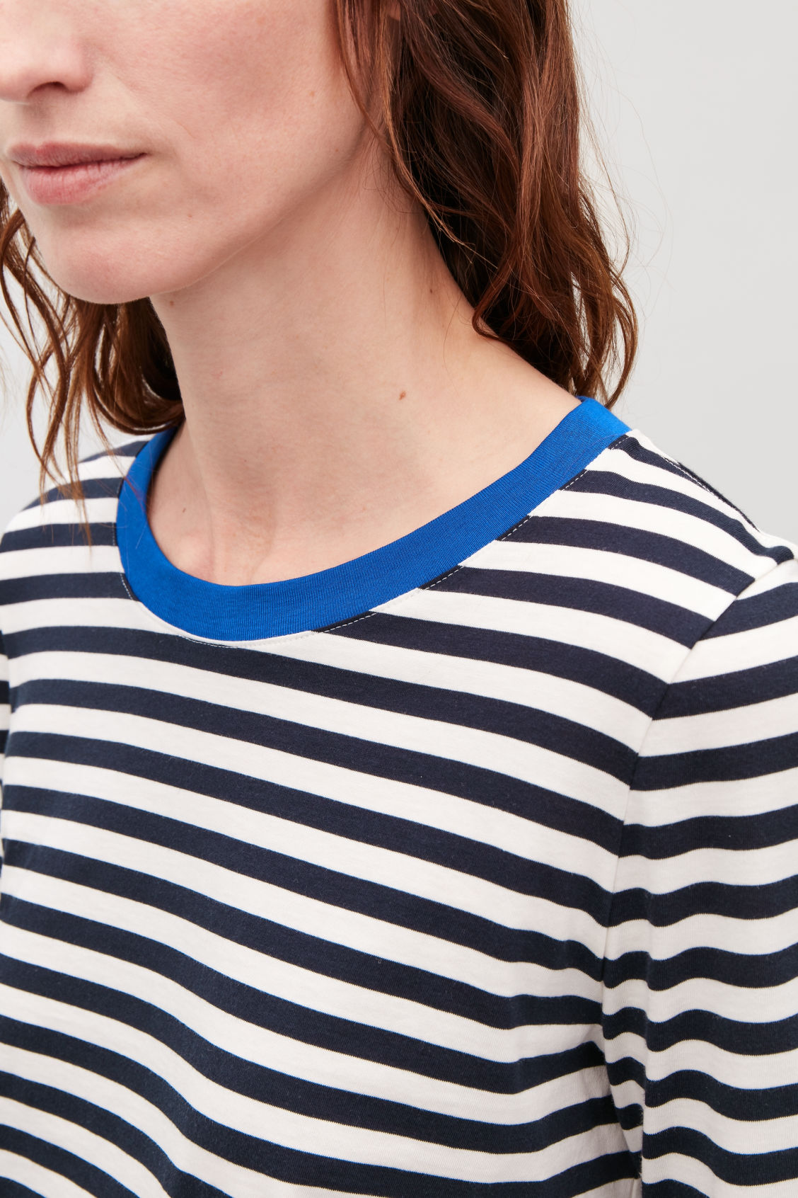 Model side image of Cos straight-hem long-sleeved top in blue