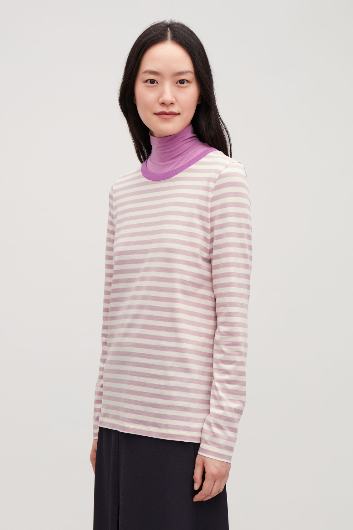 Model side image of Cos straight-hem long-sleeved top in pink