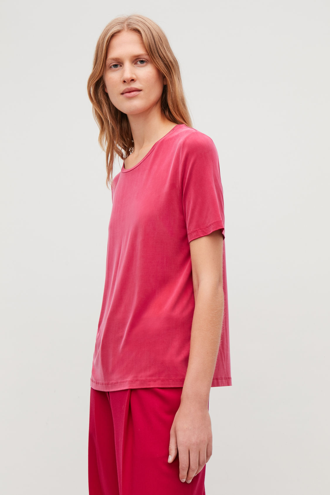 Model side image of Cos smooth t-shirt in pink