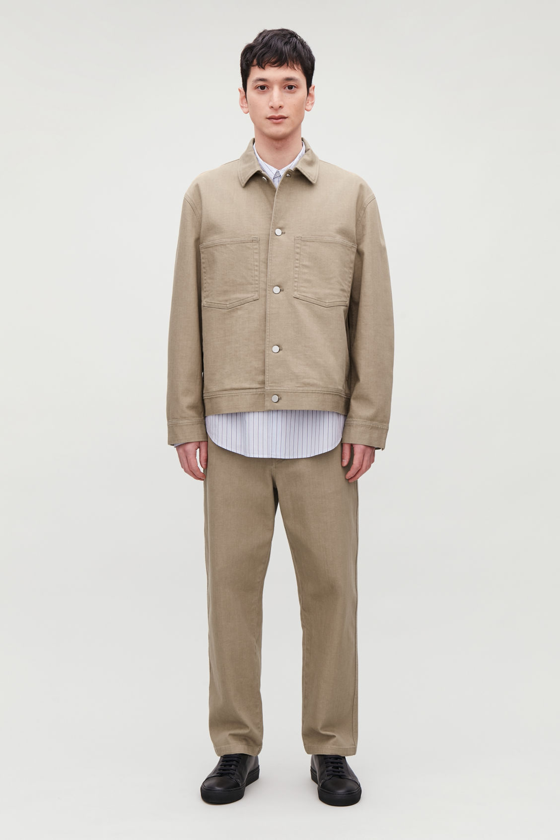 Model front image of Cos relaxed leg jeans in beige
