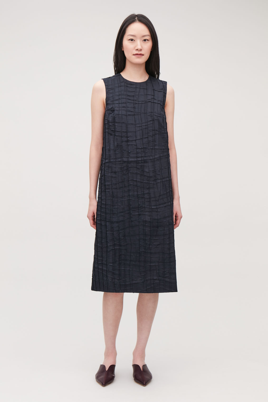 Model front image of Cos sleeveless pleated dress in blue