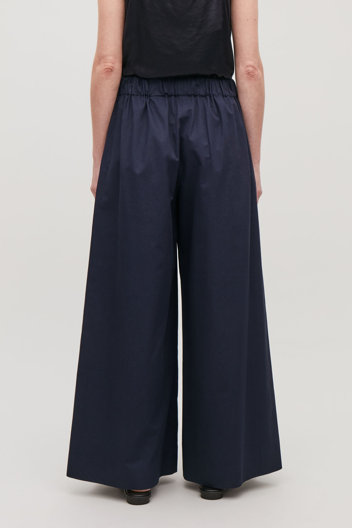 Model side image of Cos elastic-waist wide-leg trousers in blue