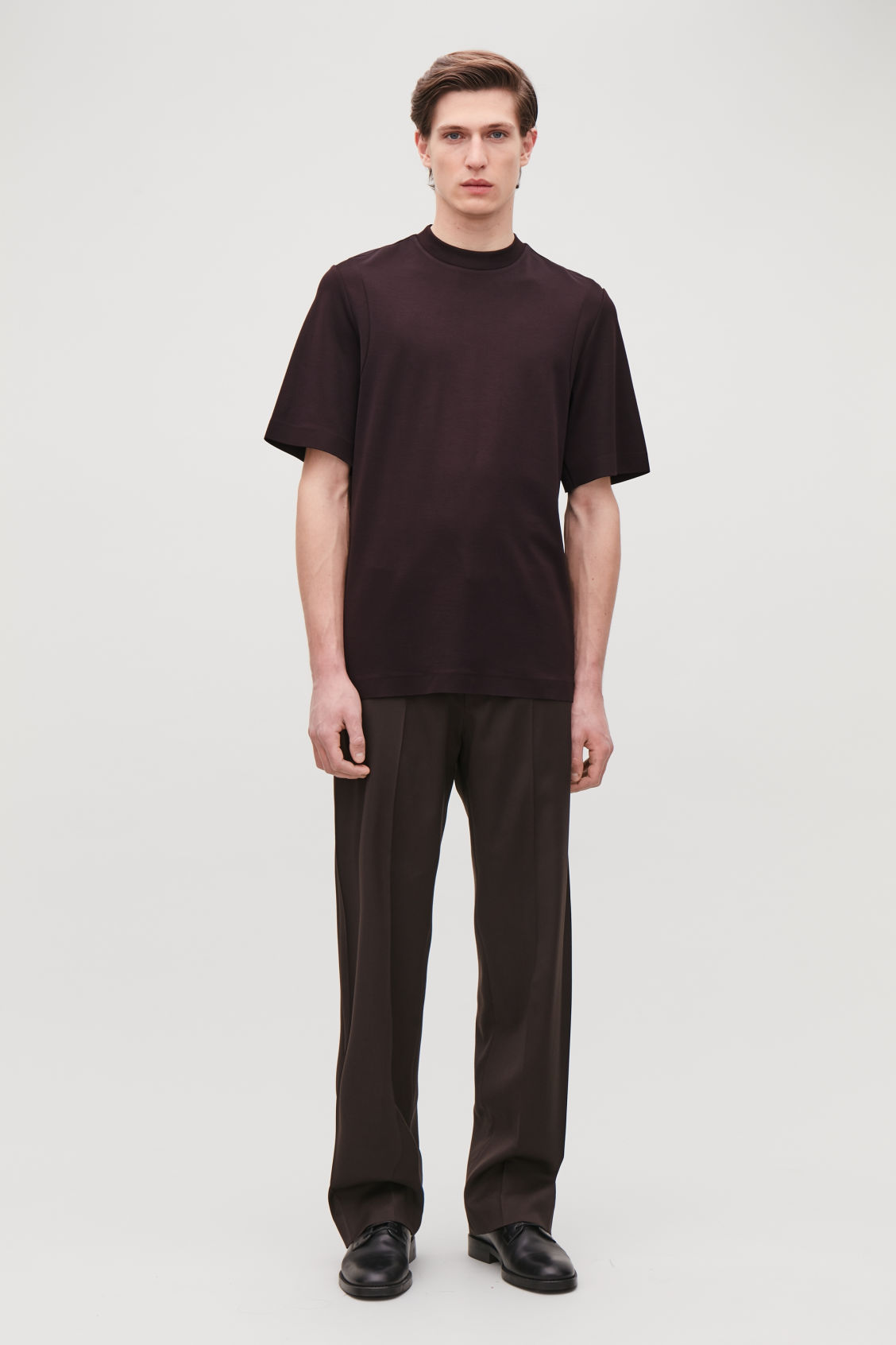 Model front image of Cos jersey t-shirt with seam covers in brown