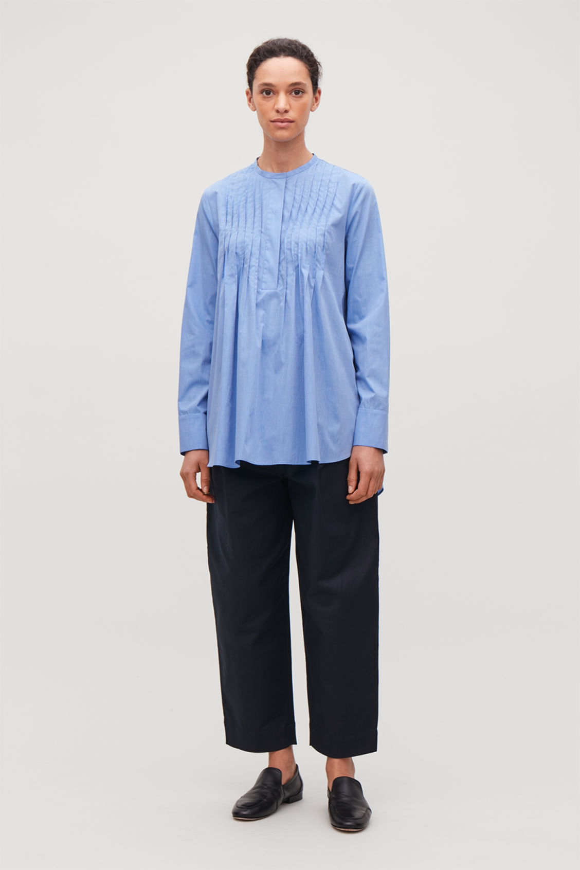 Model front image of Cos pleated-front cotton shirt  in blue
