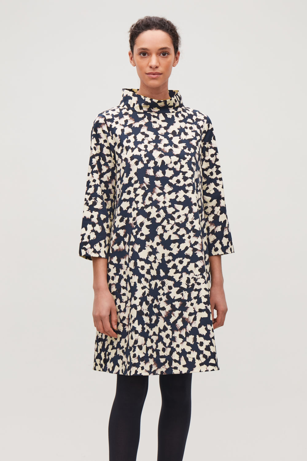 STAND-UP COLLAR PRINTED DRESS